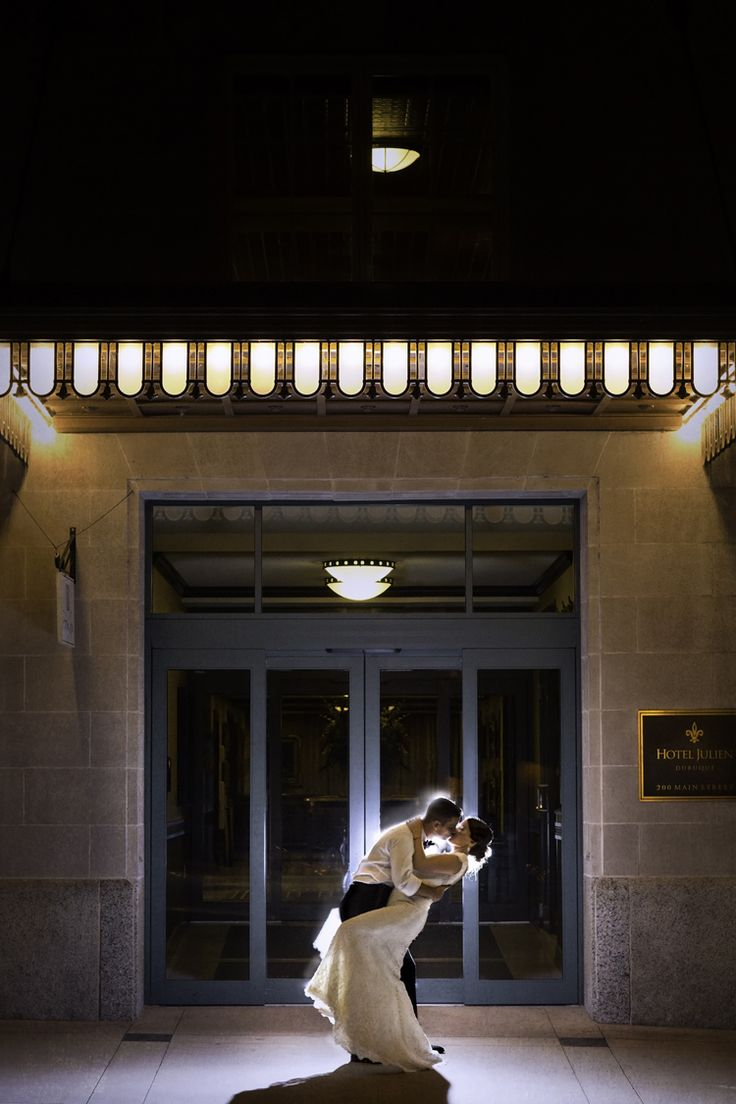 A vintage inspired ballroom wedding at Hotel Julien, Dubuque in Iowa (Heritage Photography Co.)