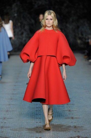 Top e gonna strutturati Dice Kayek - Maglia con maniche molto ampie e gonna a ruota haute couture primavera/estate 2016