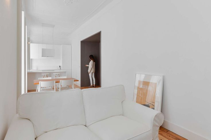 This house in the historic neighbourhood of Mouraria, Lisbon,  suffered many transformations over the years that compartmentalised the space. The relation wi...