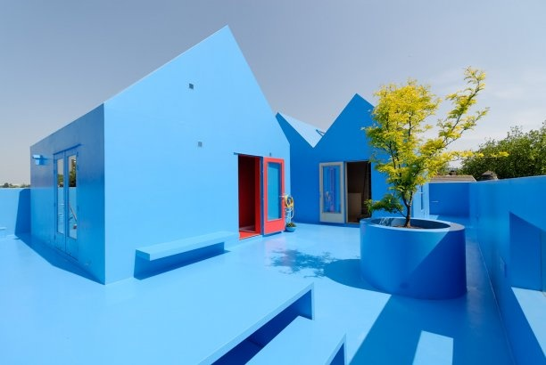 Amazing blue house on a roof in Rotterdam. Didden village by MVRDV.