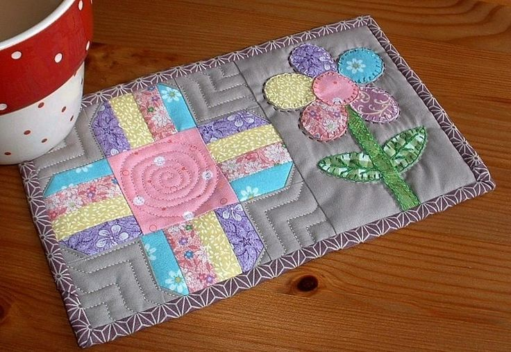 mug rug | Flower Patch Mug Rug by The Patchsmith | Quilting Pattern