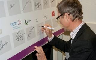 Vilans bestuurder Henk Nies ondertekent intentieverklaring Zorgstandaard Traumatisch Hersenletsel