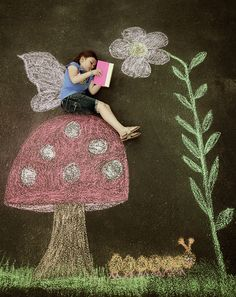 Sidewalk chalk pictures... I just might try this one with the BIG's.. aka my big kids