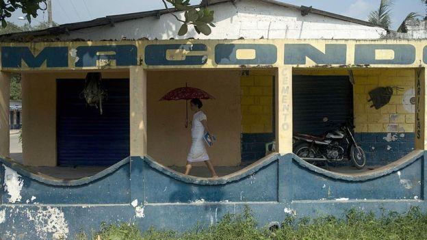 """Aracataca, Colombia-El Macondo de Gabriel García Márquez es un mundo imaginario como el condado de Yoknapatawpha creado por Faulkner. Se inspiró en Aracataca, ciudad en el norte de Colombia, de unos 40.000 habitantes, y es el lugar donde se desarrollan """"Cien años de soledad"""" y otras historias del Nobel."""