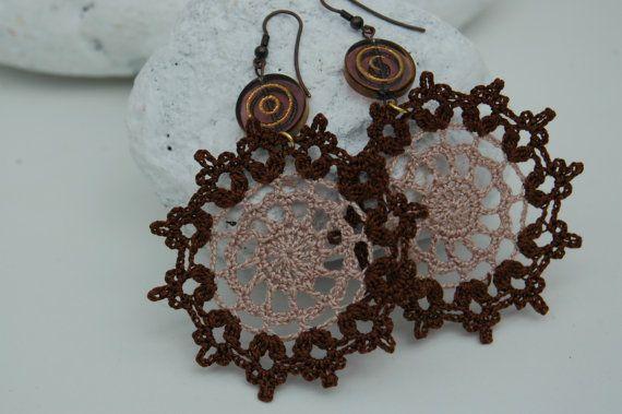 Large crochet earring  by lindapaula, €12.00 Textile jewelrly Pendientes de ganchillo - Joyería textil - Textile jewelry