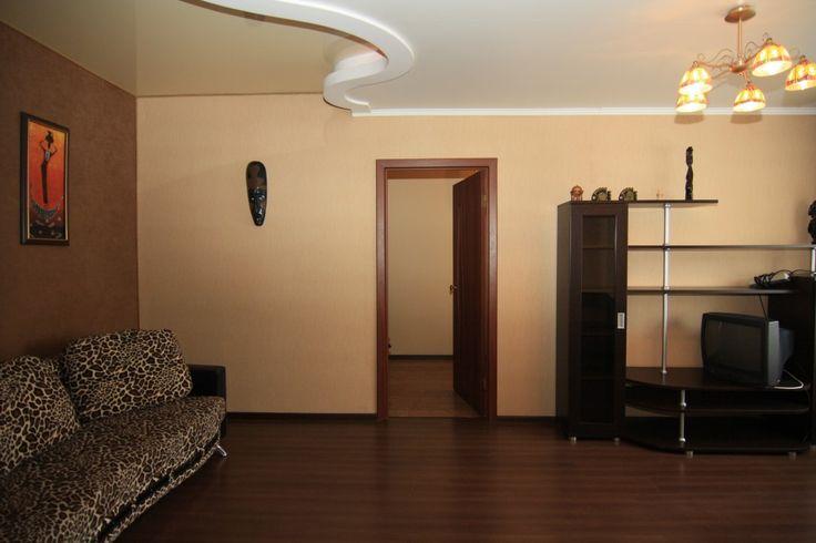 Предлагаем для долгосрочной аренды в Ставрополе  2 - комнатная квартира по адресу Дзержинского 136а, Ломоносова , ремонт современный,кухонный гарнитур, мягкая мебель, общей площадью 43 кв.м, дом Кирпич, Центральное отопление, Газ-плита, наличие бытовой техники - стиральная машина (+), холодильник (+), телевизор (+),парковка стихийная, номер объявления - 15837, агентствонедвижимости Апельсин. Услуги агента только по факту заключения договора.Фотографии реальные.   Подробно…