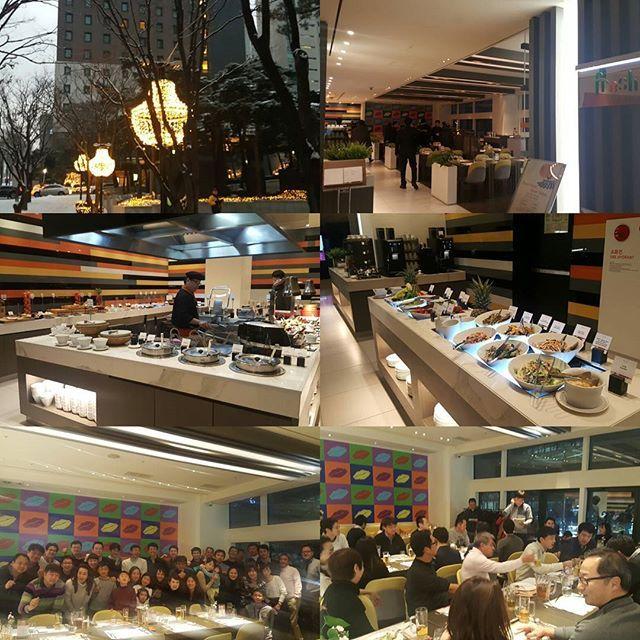 今日は、ローンの総会・新年会。 去年の活動報告と今年の活動予定などの報告。 お子様含め、39人参加。関西でも、帰国組であつまっているそう。 ホテルのビュッフェでの開催で、料理はかなり美味しい。^^