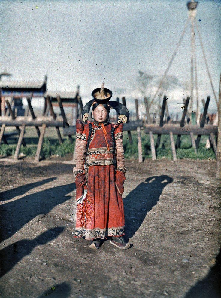 Married woman in Urga, Mongolia 1913. From the Albert Kahn archive.