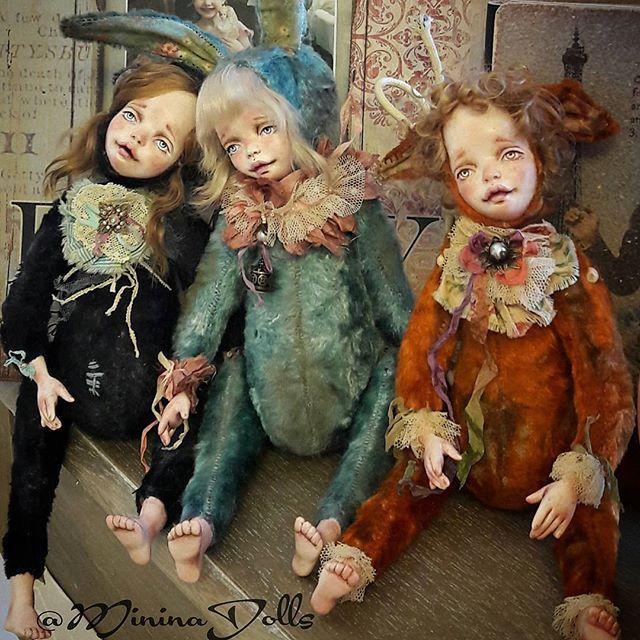 Девочки теддидолл. В коллекции 3 подружки из винтажного плюша, набиты опилками. Состарены.#авторскиемишкитедди #мишкатедди #теддидолл #долл #dollcollection #teddy #teddyfriends #авторскаяработа #ручнаяработа #винтажныйстиль #флюмо  #фарфор #паперклей #flumo #suvenir