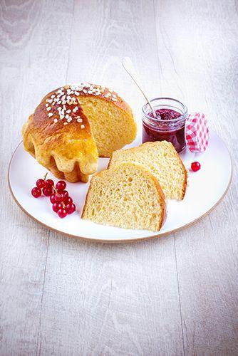 Brioche réalisée avec le robot Masterchef Gourmet de Moulinex. Pour la fête du pain, variez les plaisirs avec différentes recettes de la brioche au pain de mie sans oublier le pain classique. Marielys Lorthios - Photographe professionnelle / photographe culinaire / styliste / Dijon - http://www.marielys-lorthios.com/