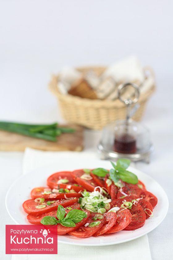 Sałatka z pomidorów z dymką i tymiankiem - #przepis na najprostszą i najlepszą sałatkę pomidorową  http://pozytywnakuchnia.pl/salatka-z-pomidorow/  #pomidory #salatka