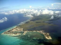 Millones sobre la roca: el vistazo de un tico a las Islas Caimán