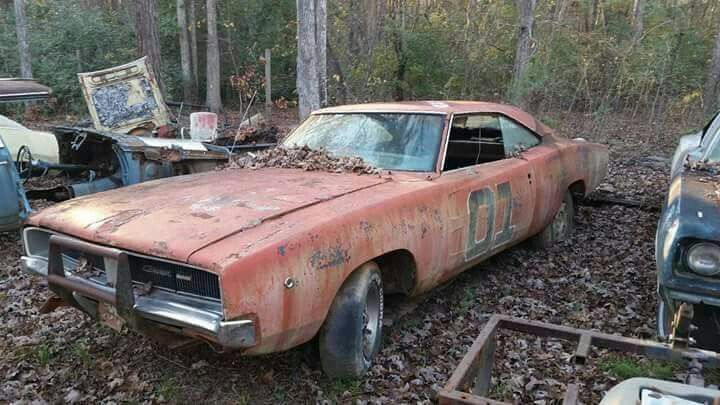 1000 images about rusting away barn fine 39 s on pinterest for Motor city barn finds