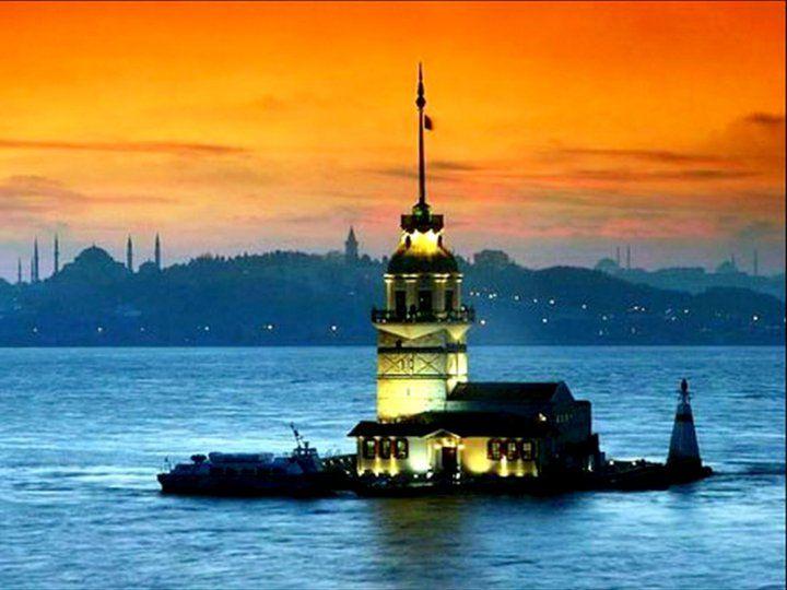 El Kiz Kilesi en Turquía es un histórico faro que fue construido hace más de 2.500 años. Este faro está situado actualmente en un pequeño islote cerca de Estambul. Ha sufrido varias remodelaciones pero no se ha perdido su encanto original. Además, el faro ha tenido varios usos: sirvió de prisión, de casa de retiro para los oficiales de la marina, incluso de cuartel de inspección de la marina turca. Ahora en su interior cuenta con un restaurante y un pequeño museo donde se explica su…