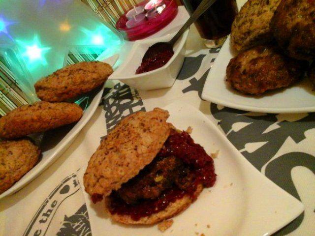 Zsályás pulyka burger/vajas rozsos pogácsával és málnás ketchuppal… http://mediterran.cafeblog.hu/2017/02/12/zsalyas-pulyka-burgervajas-rozsos-pogacsaval-es-malnas-ketchuppal/