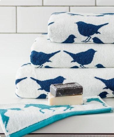 super cute bird towels: Adorable Bird, Cute Birds, Bathroom Towels, Animal Items, Hate Birds, Towels Designer, Bathroom Wetroom, Animal Themed, Bird Towels