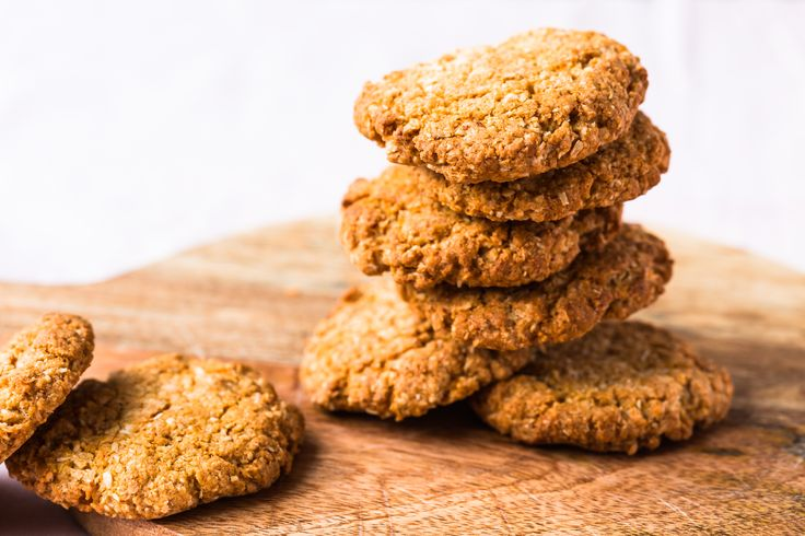 These Thermomix Anzac biscuits are the perfect treat for the whole family at Anzac day. You can prepare them in advance and use them to make a tart base.