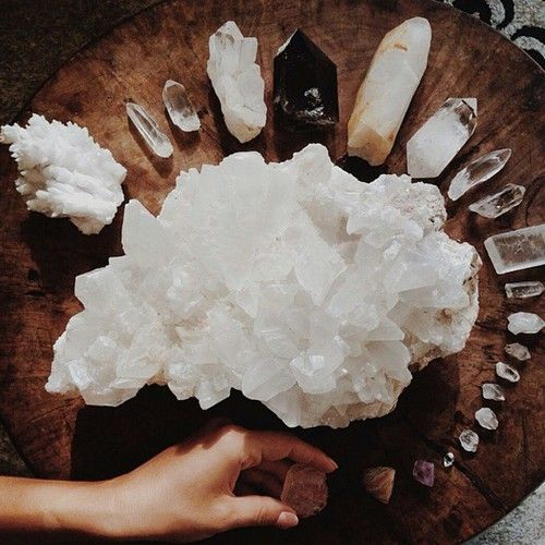 {THE LIVING HOME} VIGNETTE :: AN A-FRAME ON THE ROCKS. SPINNING CRYSTAL. SOUP. — #EMPRESSTIDES