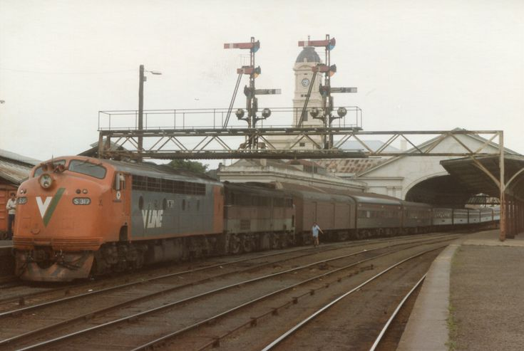 S 317 with the Overland at Ballarat Station, Victoria, Australia on 04/01/1986. S 317 (Clyde 61-240) entered service 07/12/1961and named Sir John Monash and still in service with Southern Shorthaul Railroad. 18 S Class were at built 1957-1961 at Clyde Engineering, Granville, Sydney, NSW, Australia. The S class was based on the Electro-Motive Diesel F7 design and were very similar to the GM12 class then being built by Clyde Engineering for the Commonwealth Railways.