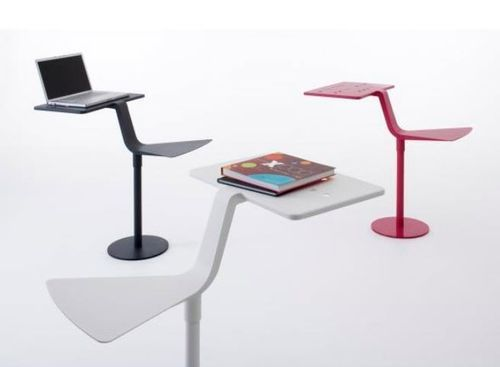 Table d'ordinateur portable / rectangulaire / contemporaine / en acier FLAMINGO by Matilda Lindblom NOLA INDUSTRIER