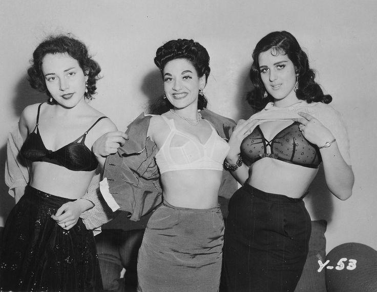 Funnyfound Photo Women Show Off Bra Lingerie Under -5228