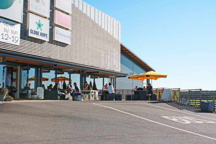 Design Hill Café terrace