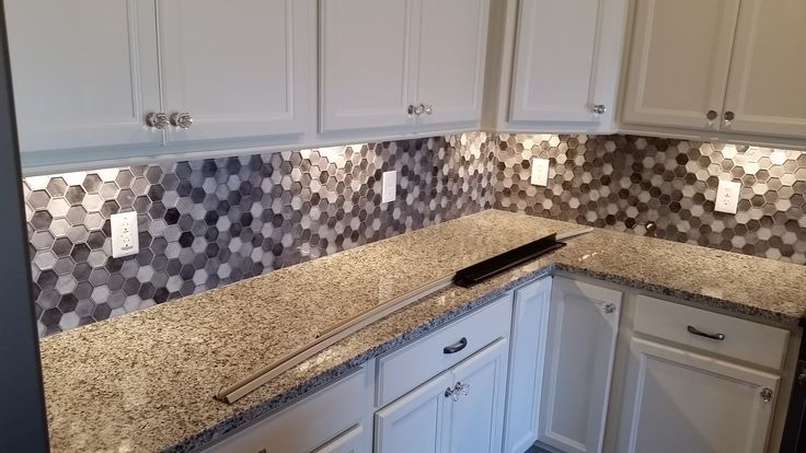 Azul Platino Ganite Looks Stunning In This Knoxville Home Knoxville Stone Interiors Granite