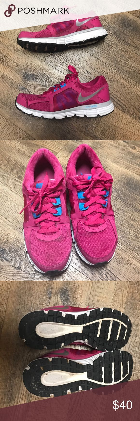 Women's Nike dual fusion ST 2 Pink Sneakers Sz 8.5 Gently worn, still good condition Pink Nike women's sneakers - size 8.5 Nike Shoes Sneakers