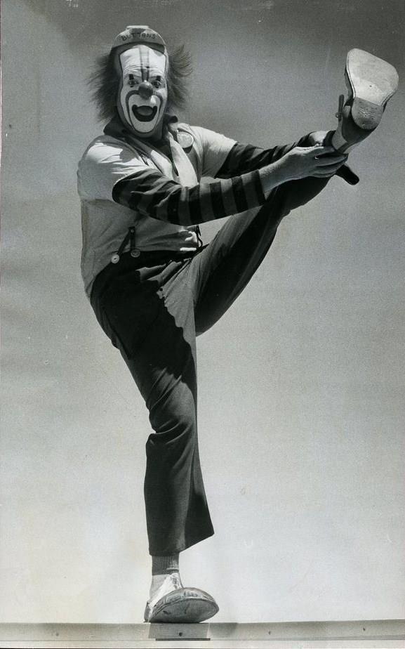 Leon McBryde as Buttons http://famousclowns.org/circus-clowns/leon-mcbryde-aka-buttons-biography/