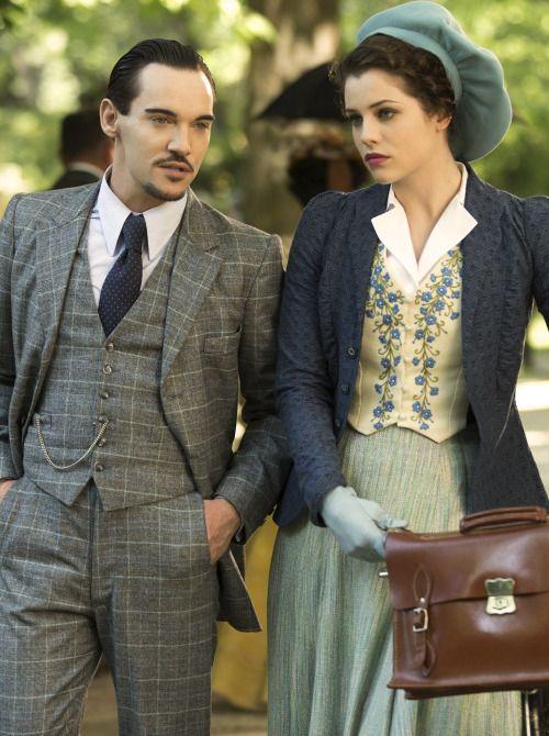 Jonathan Rhys Meyers as Alexander Grayson / Dracula and Jessica De Gouw as Mina Murray in Dracula (TV Series, 2013).