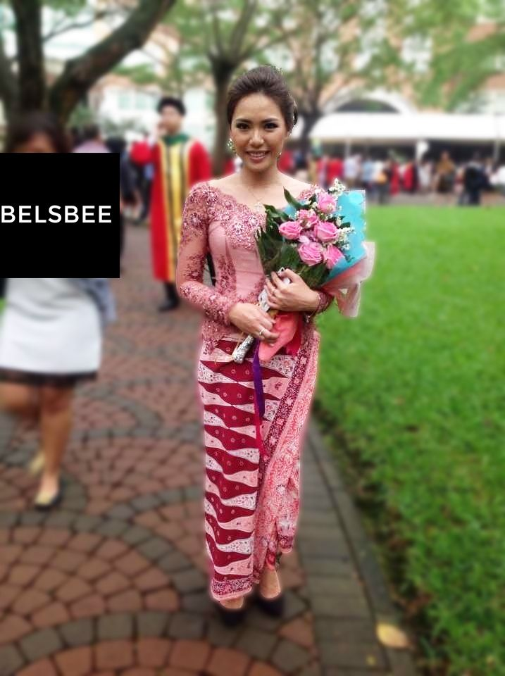 Devina is using our Aurora Dress for her Graduation Party. She look really beautiful Thank you for trusting BELSBEE, and Congratulation for your Graduation, Devina!   ‪ #‎sewakebaya‬ ‪#‎sewakebayamurah‬ ‪#‎kebayawisuda‬ ‪#‎kebayamodern‬  More Details: http://bit.ly/aurora-belsbee Ayo visit dan subscribe email kamu di www.belsbee.com