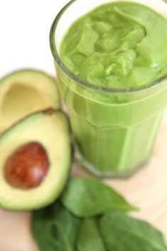 This #Green #Smoothie tastes like a snickerdoodle cookie. Better believe it! #SmoothieSwag
