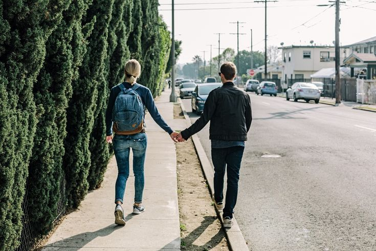 personer som går langs veien, gå på date