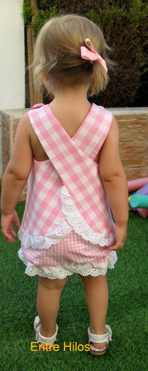 Entre hilos: Cuadro Vichy. I made these little dresses for my girls when the were babies.