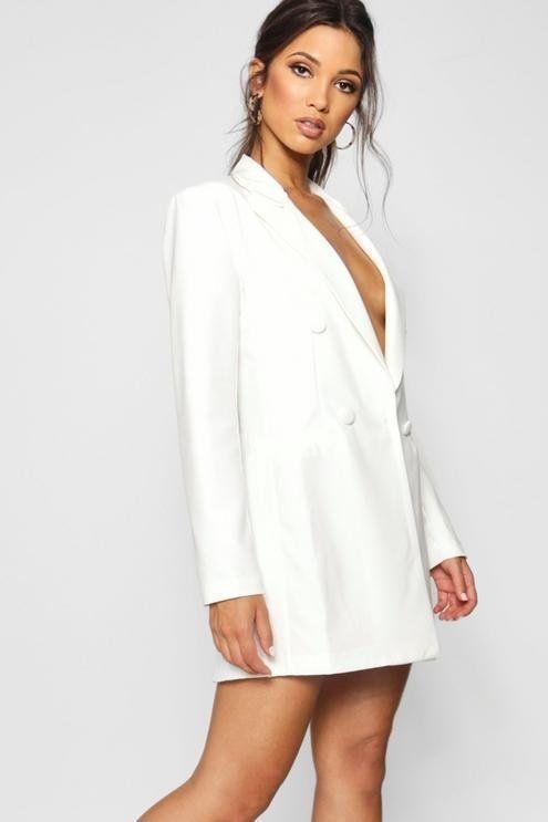 30a5ba2a36 Kylie Jenner Wore a Blazer Mini Dress to the 2018 MTV VMAs - shop her look!