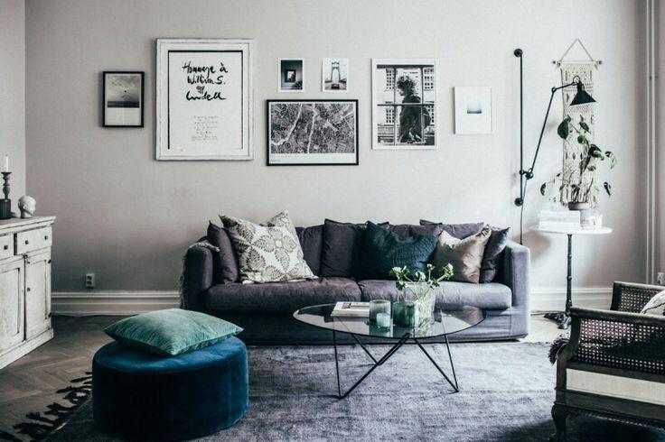 Johanna Bradford: I vardagsrummet är väggarna målade med kulören Vit Linneväv från Jotun.