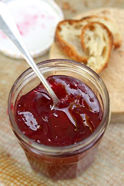 I've actually personally made this red currant fridge jam, it doesn't smell like anything but tastes delicious. makes me wonder about the supermarket jam that smells up the room when you open the jar.