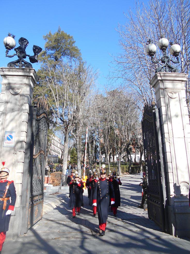 Relevo de la Guardia. Palacio de Buenavista. Cuartel General del Ejercito.