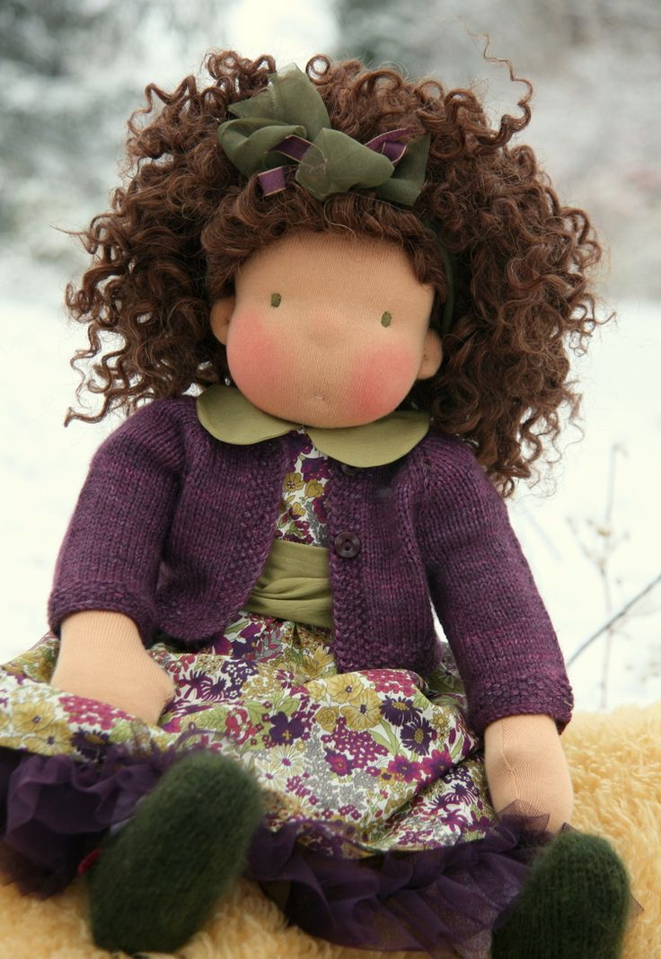 Wonderful hair, beautiful colors combination for the outfit. One more awesome doll made by Petit Gosset