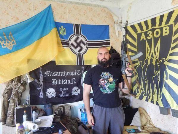 Via Laurent Brayard  Chambrée d'un sympathique démocrate supportant le bataillon #Azov, #Ukraine brune