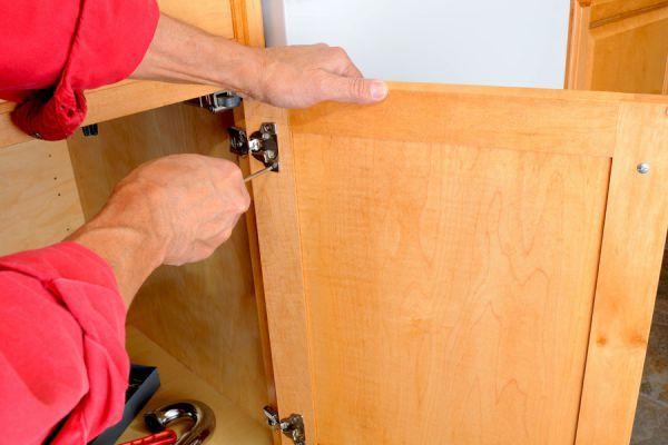 ***¿Cómo Pintar una Alacena?*** ¿Quieres renovar la cocina?. No necesitas cambiar todo el mobiliario. Ahorra dinero (y jaquecas) aplicando estos pasos para pintar las alacenas como todo un profesional....SIGUE LEYENDO EN..... http://comohacerpara.com/pintar-una-alacena_18432h.html