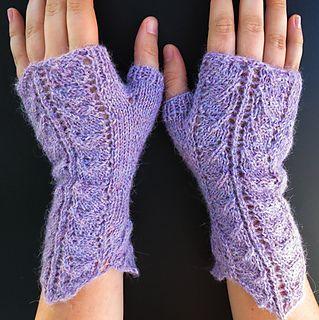 Queen Anne's Lace Fingerless Gloves (free pattern)