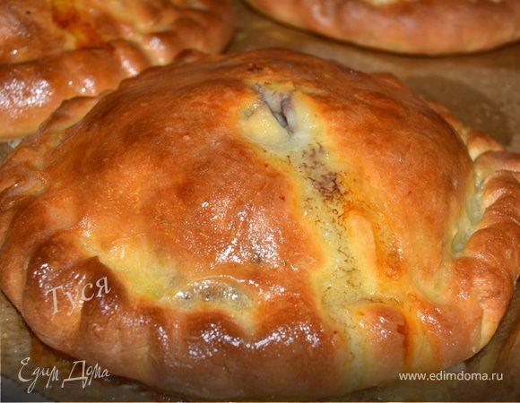 Готовятся пироги быстро, подавать их нужно с пылу с жару. Дополнив чашкой бульона, получим полноценный обед.