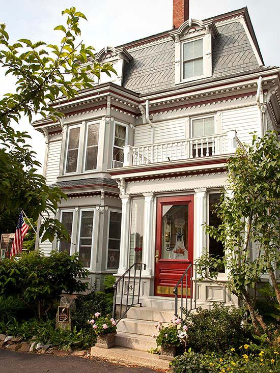 34 best images about victorian homes on pinterest queen for Victorian traditional homes