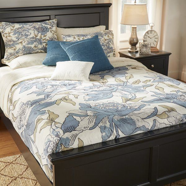a sleeping experience in the guest bedroom with this beautiful duvet cover itu0027s elegantly embellished with a bold floral pattern in blue