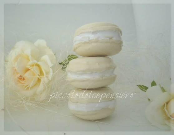 https://www.facebook.com/RiflessidArgilla/ Macarons Wedding Ideas. Ceramic Creations. Ceramica Decorativa per la casa.Idee regalo per ogni ricorrenza  : bomboniere nascita, matrimonio , laurea , comunione , compleanno , regali e decorazioni di Natale.