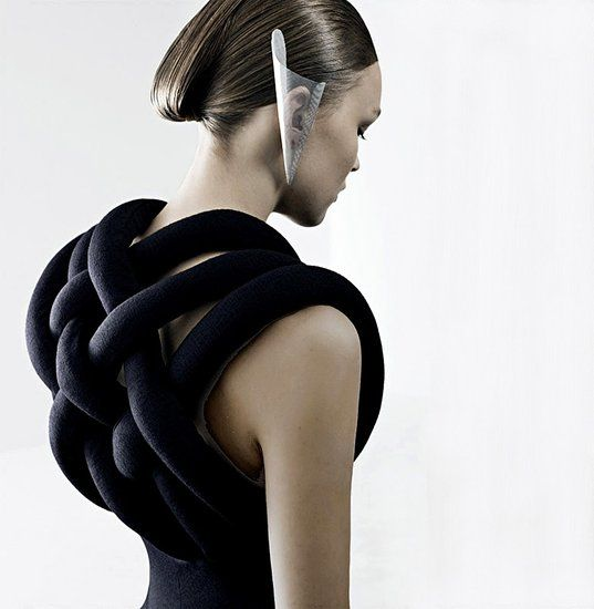 Lilogi.com - inspiration image, avant-garde fashion, art, craft, #avantgarde #fashion