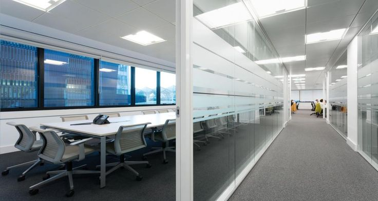 Meeting room and circulation into GFI's premises in Lisbon, Portugal