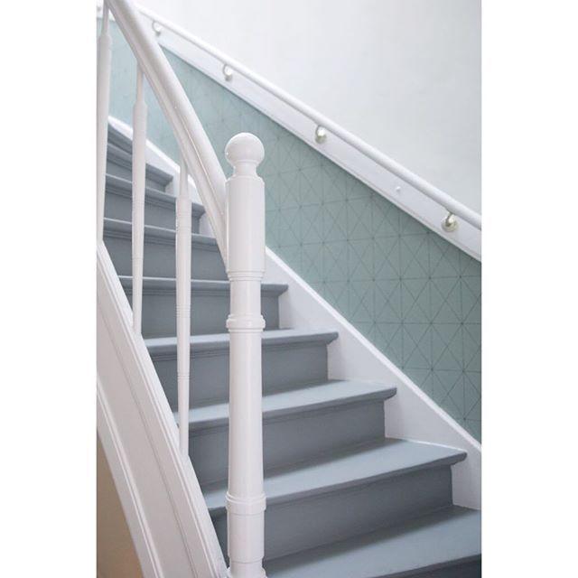 25 beste idee n over behang trappen op pinterest tegel trap structuur behang en krijtbord - Wallpaper imitatie lambrisering ...