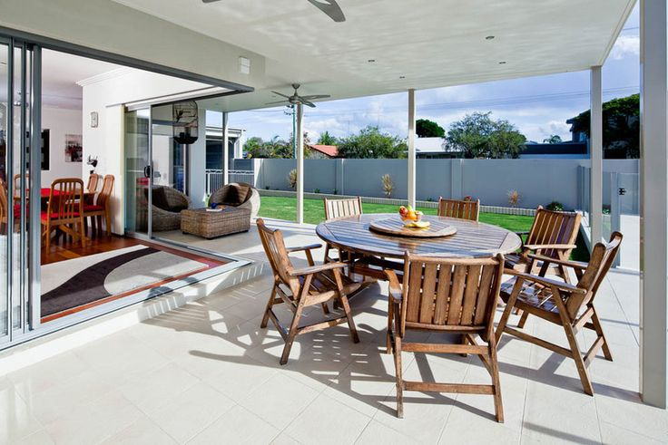 Palm Beach outdoor living and entertaining area. #outdoor #luxuryhome #dining